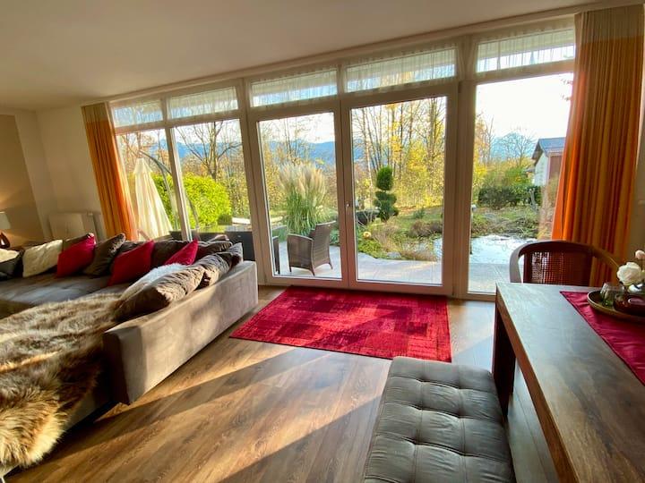 Moderne helle Wohnung (120 qm) mit großem Garten