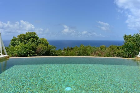 Amazing Ocean Views, Heated Swimming Pool, Modern Kitchen, Home Cinema, Free Wifi