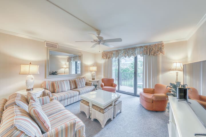 Oceanfront condo w/ full kitchen, shared pool, hot tub, beach access, & more