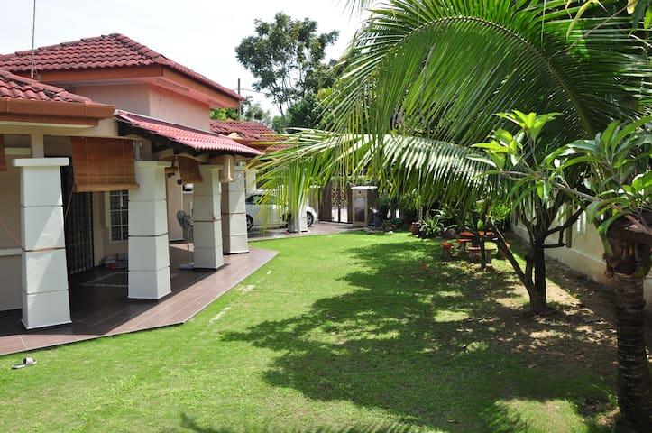 Impian Homestay Puncak Alam - Kuala Selangor - Huis