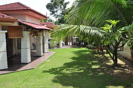 Impian Homestay Puncak Alam - Kuala Selangor - Hus