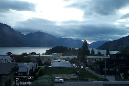 Queenstown  Hill Studio with views - クイーンズタウン