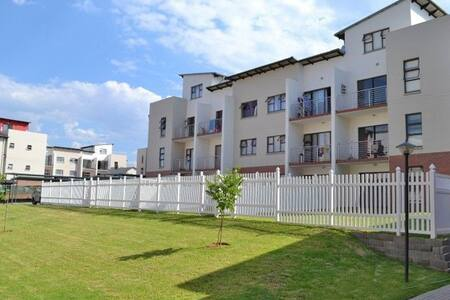 Warm, Self Catering, Central Loft Apartment - Midrand