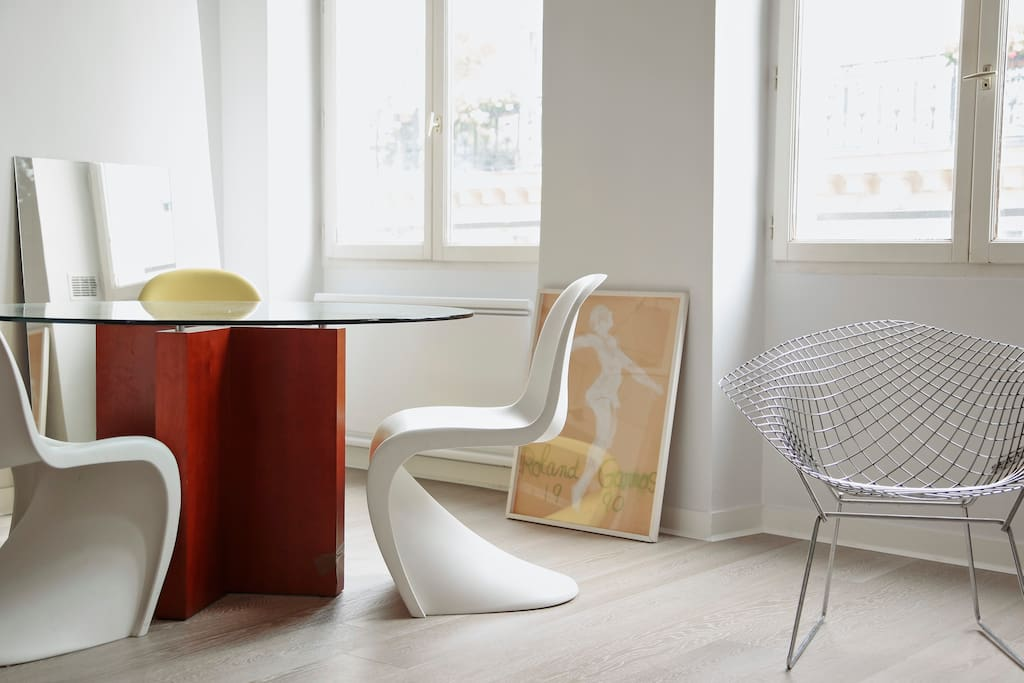 Dining table for up to 6 persons