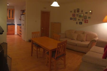 Cozy room close to city center - Galway