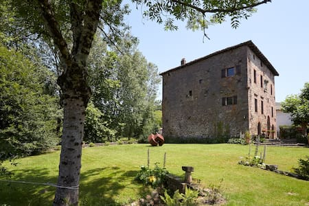 Charming Medieval & Historic Palace - Etxalar