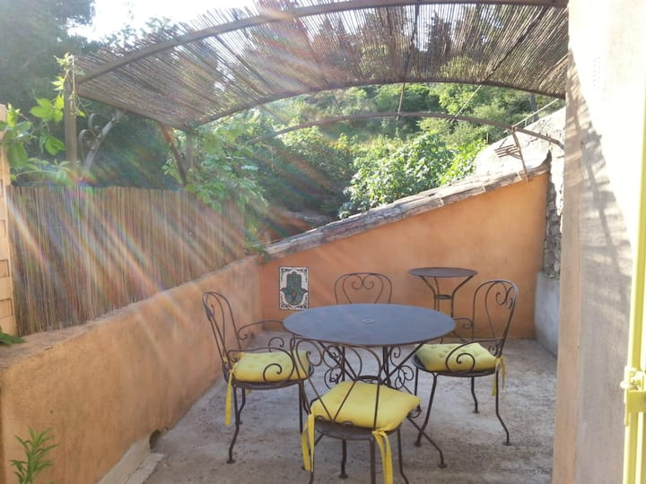 Charming 1-bed flat in the heart of Provence