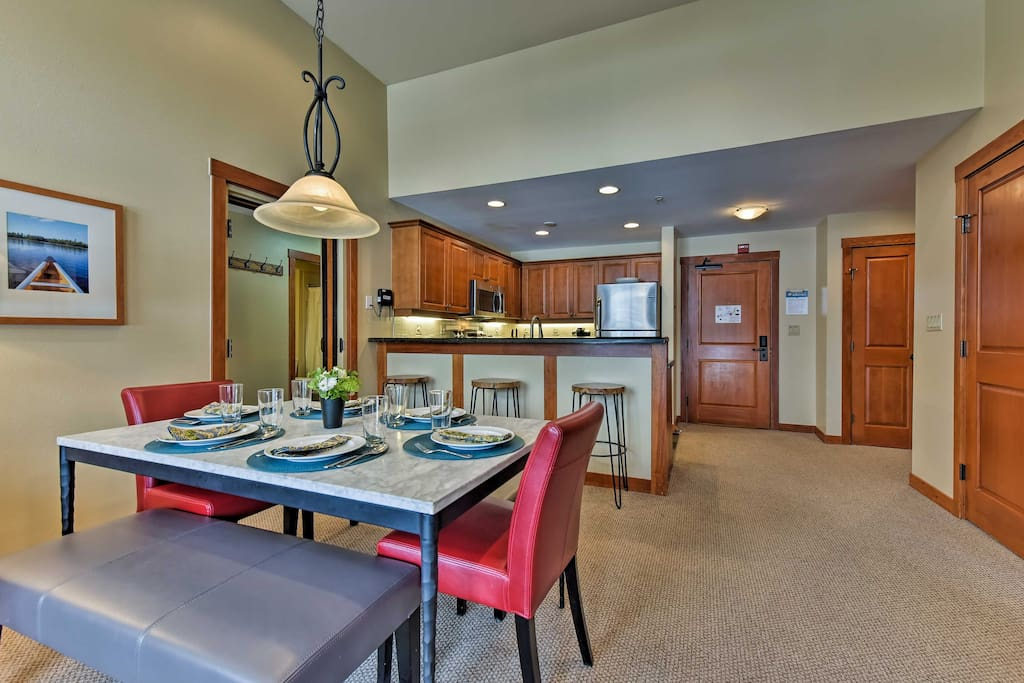 This condo offers over 1,000 square feet of well-appointed living space and enough room for 10 guests.