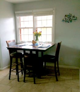 Cozy, Quiet entire apartment for Mardi Gras! - Metairie - Huis