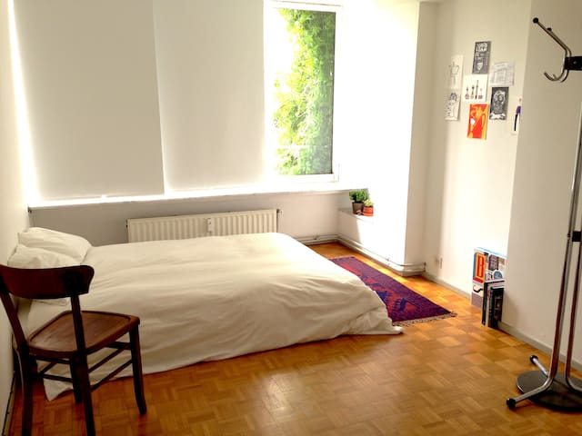 room in stylish apt close to Gent-Sint-Pieters