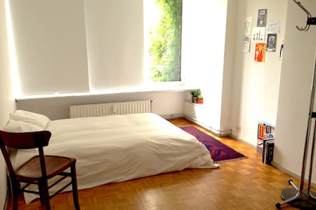 room in spacious, stylish apt - Appartement