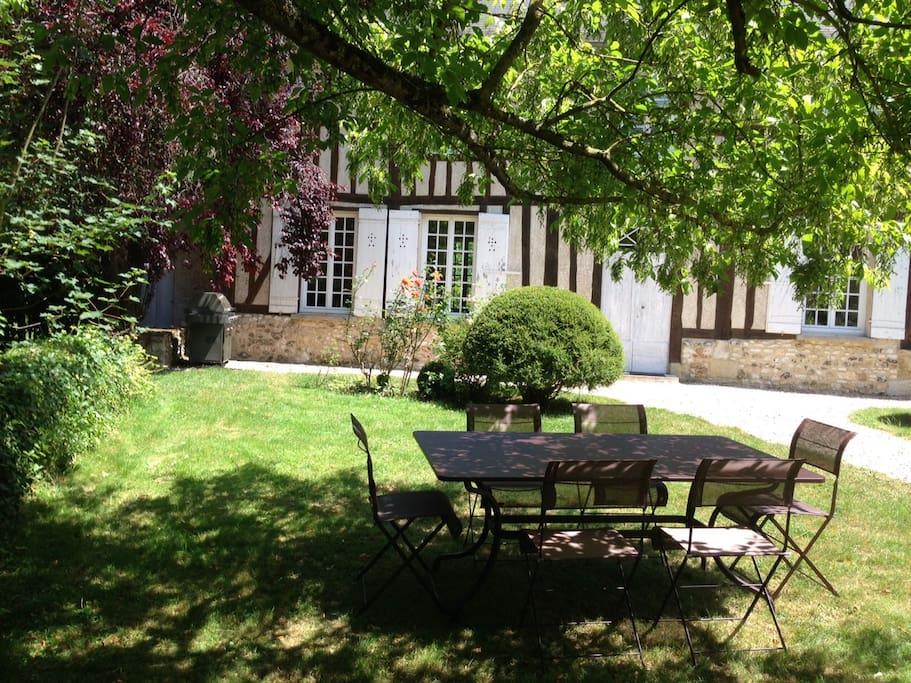 Dinning area in front garden