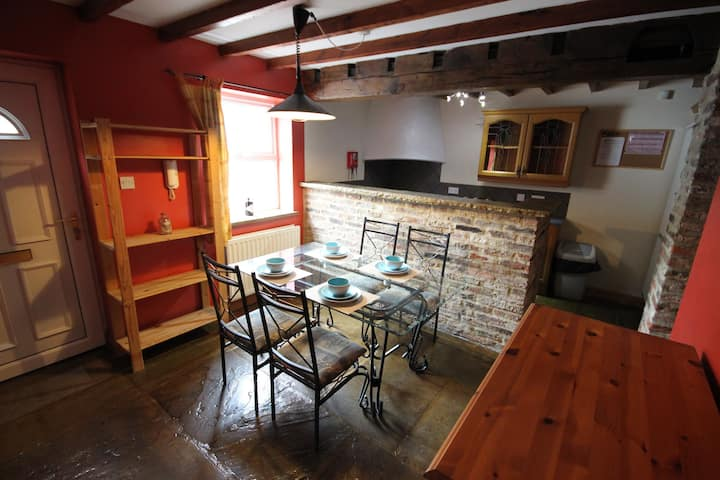 The Granary,  old world charm, Free parking & Wifi