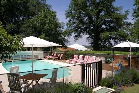 Gites with heated pool & hottub - Huis