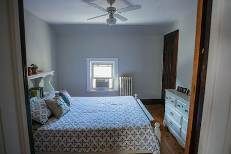 Century Home (Queen Bed) - Brantford - 獨棟