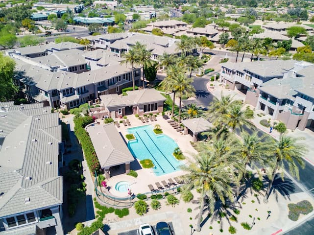 *NEW*Lux Scottsdale Home with Pool, Hot Tub, & Gym