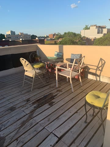 HUGE triplex with rooftop and private garden