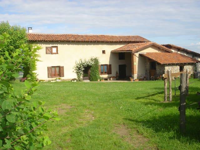 La Vachère : ancienne ferme - Saint-Cyr-les-Vignes - บ้าน