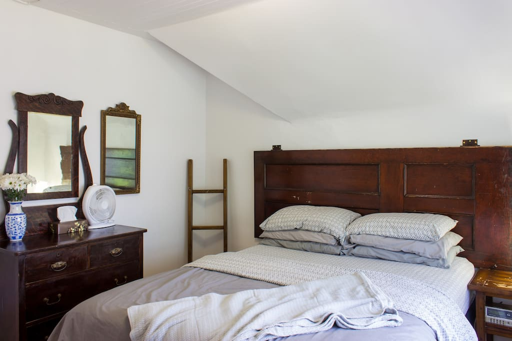 First bedroom: Queen size bed w/ door headboard.