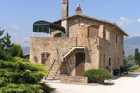 A Country House into the vineyards - Cannara - House