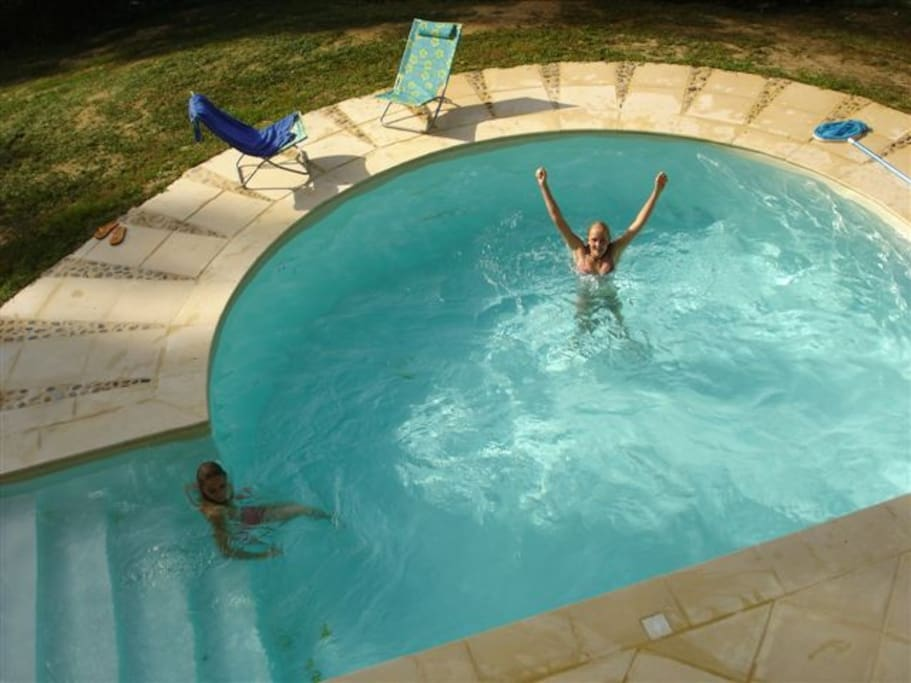 Neben dem Schwimmteich und der hauseigenen Insel ist am Haus nahe der Sauna auch ein privates Pool