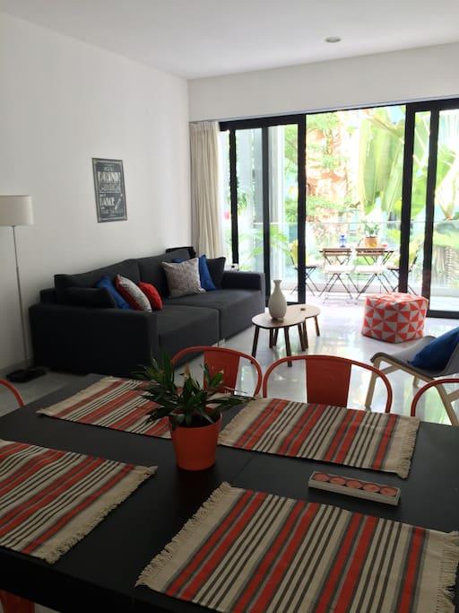 cosy bedroom central spacious flat appartements louer singapour singapour. Black Bedroom Furniture Sets. Home Design Ideas