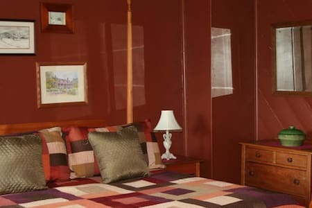 Historic Tavern Suite walk to Pippin Hill Vineyard - Bed & Breakfast