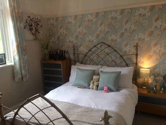 Premier road & luxury shower room - Bournemouth - House