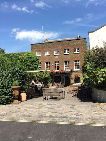 The famous Flask pub is a 7 minute walk from the house in the direction of Hampstead Heath