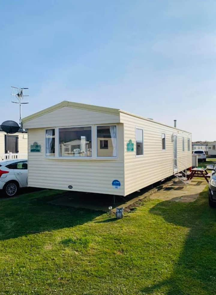 8 Birth Caravan situated on Greenacres, Porthmadog