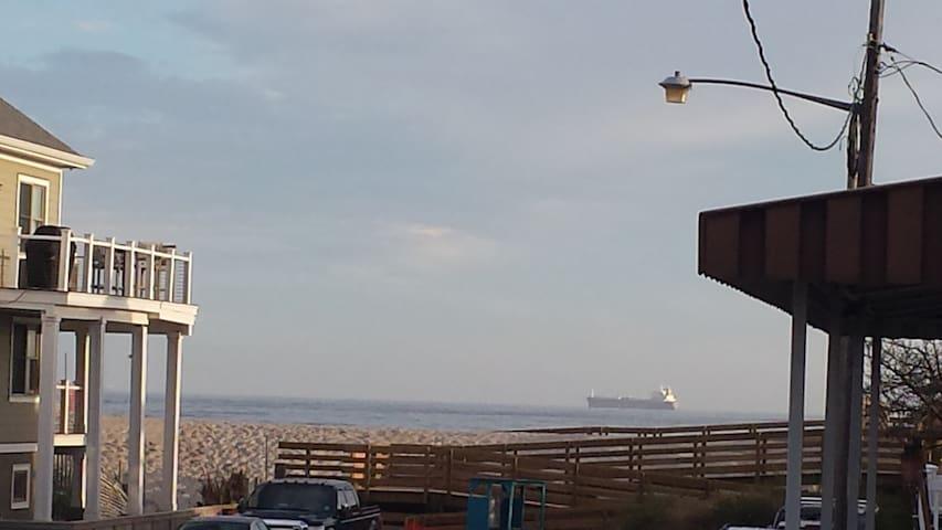 Long Beach House w/ Ocean View Deck