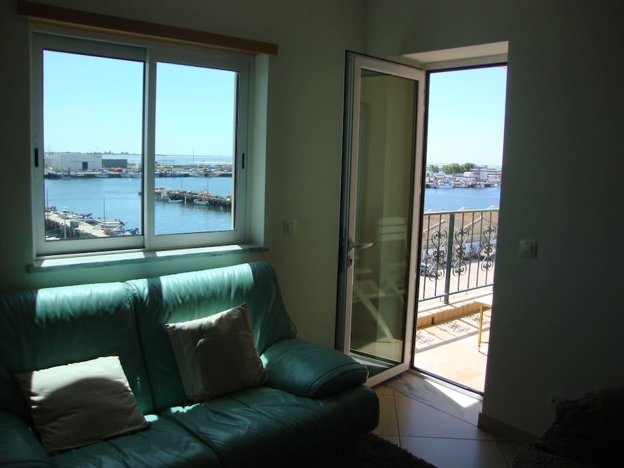 La vue du port depuis le salon.