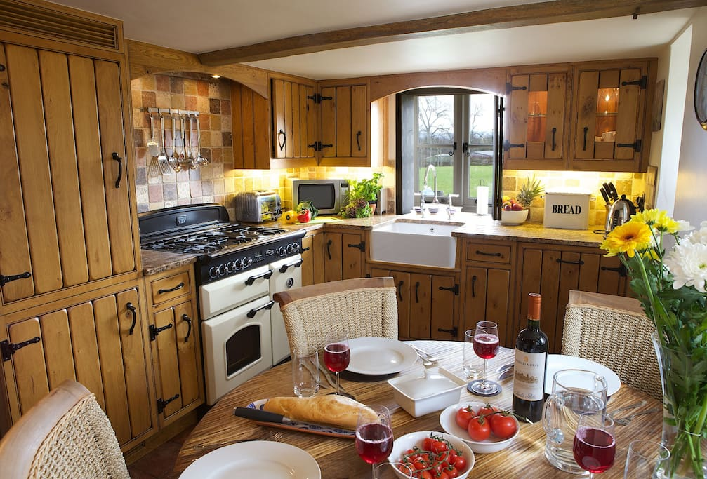 Field Cottage: Ground floor kitchen with dining for four guests