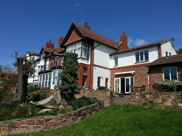 Amazing Victorian House - huge rooms & great views