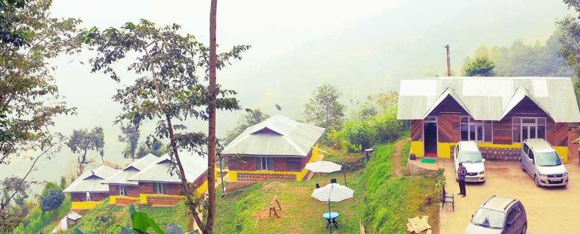 Mustard Seed Farm Stay (Luxury Cottages) - Gangtok - Stråhytte