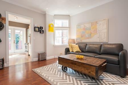 Quiet Comfortable Room Overlooking Garden - Toronto