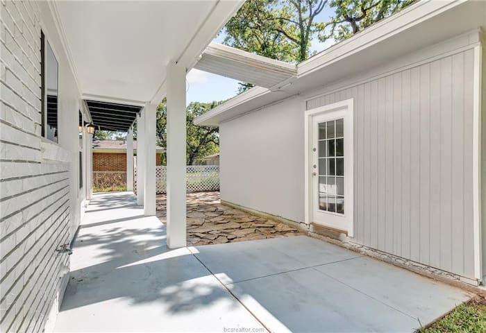 Separate guest suite with private entrance. Big shaded back yard