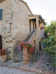 Casina nella Toscana autentica - Cortona (AR)