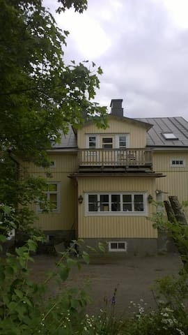 Charming wooden house upstairs - Turku - Huis