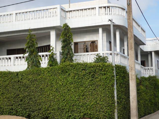 Appartement de type 4 à l'étage - Cotonou - Wohnung