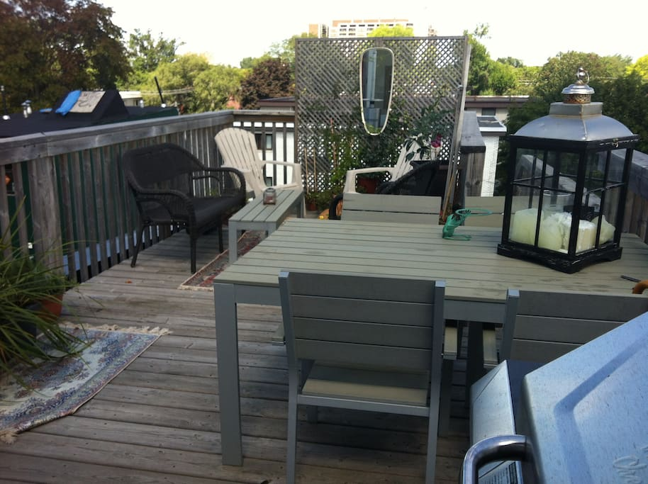 Rooftop entertaining area, BBQ and Propane Heater available.
