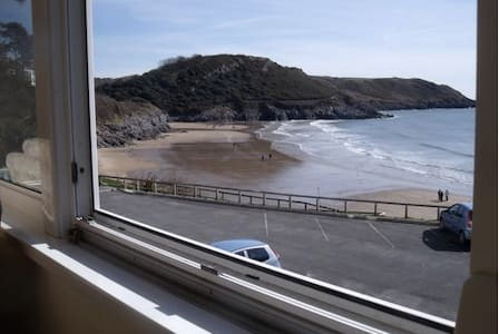 Coastal getaway on the Gower Peninsular - Caswell Bay