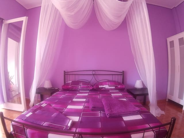 Violet room at Isabella - Athena - Rumah