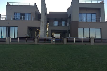 Modern Upmarket Home on Golf Estate - Benoni