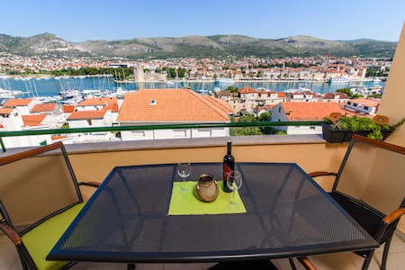 Amazing View Trogir balcony/parking