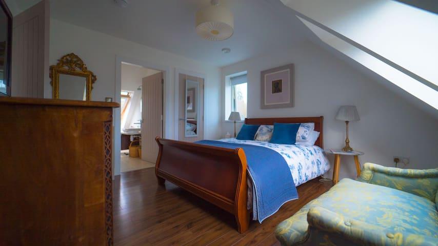 Birnam Apartment