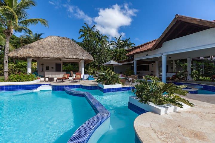Casa de Campo Serenity Villa, Golf view & Staff