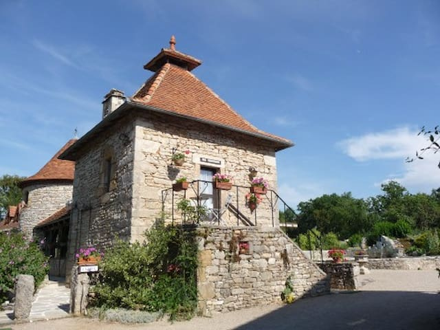 Cazelle & Pigeonnier - Mas de Bouzou - Heated pool - Grèzes - Huis
