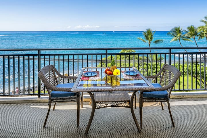 25% OFF! Remodeled Oceanfront condo, ocean views, central AC, Kona Alii 304