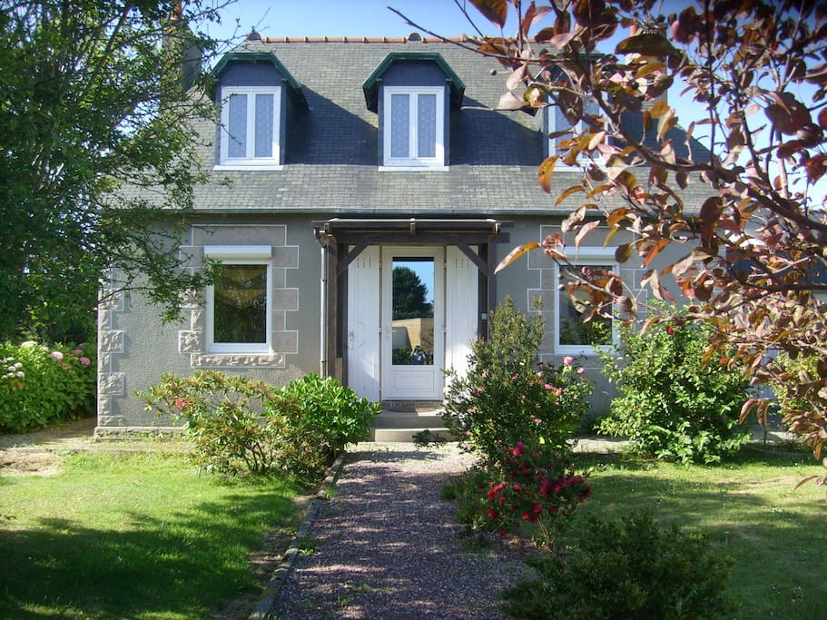 Maison traditionnelle bord de mer houses for rent in tr gastel bretagne f - Maison traditionnelle de bretagne ...